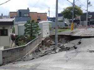 【北海道胆振東部地震・現地レポート】液状化現象の被害と災害リスク